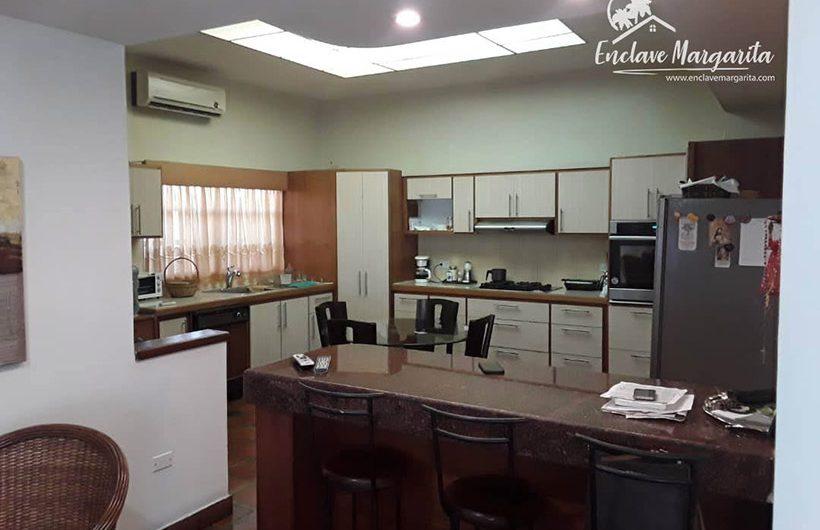 casa-venta-urbanizacion-maneiro-cocina