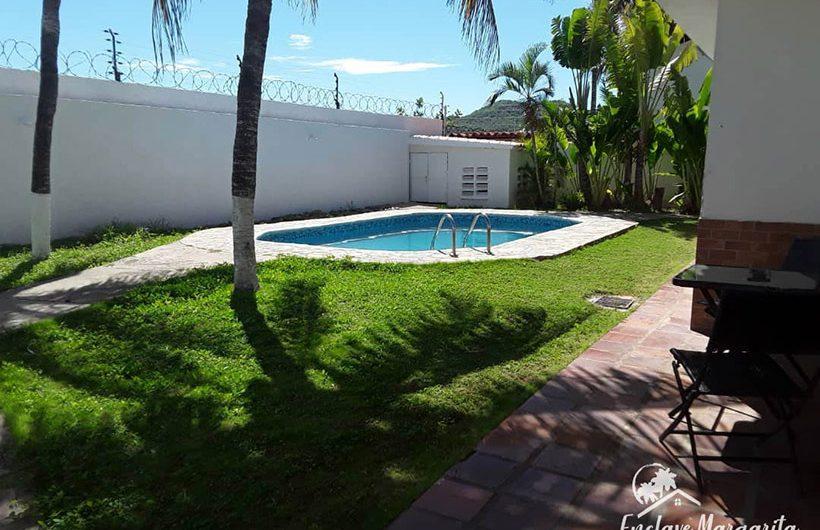 casa-venta-urbanizacion-maneiro-piscina